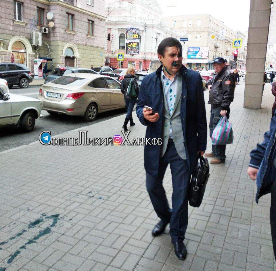 Переименование проспекта Григоренко: после суда чиновника горсовета облили зеленкой, - ФОТО, фото-1