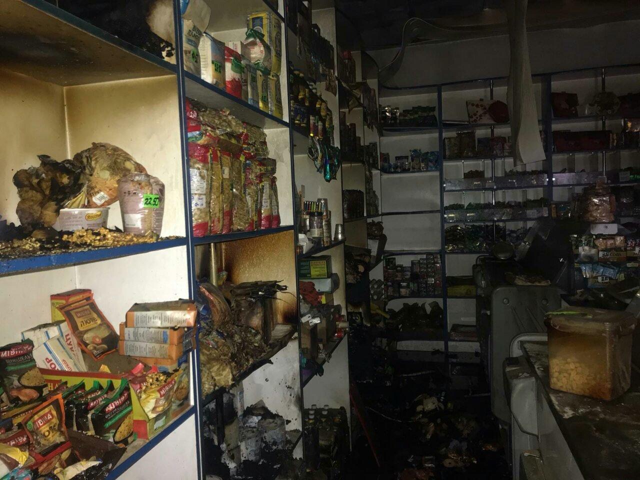 У Харківській області невідомі підпалили продуктовий магазин, - ФОТО, фото-1
