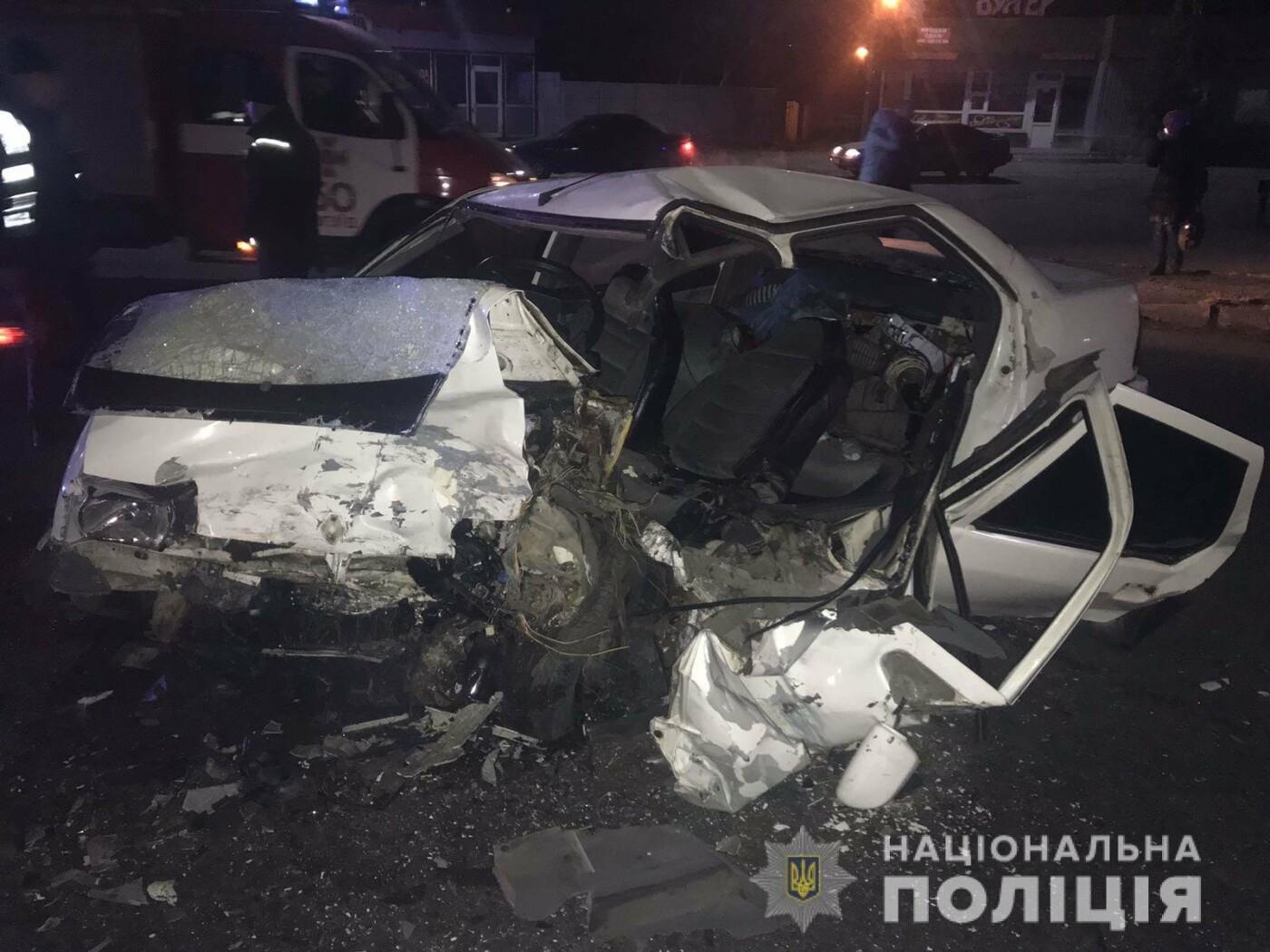 Под Харьковом «Opel» въехал в «Renault»: одно из авто разорвало, два человека в больнице, - ФОТО, ВИДЕО, фото-1