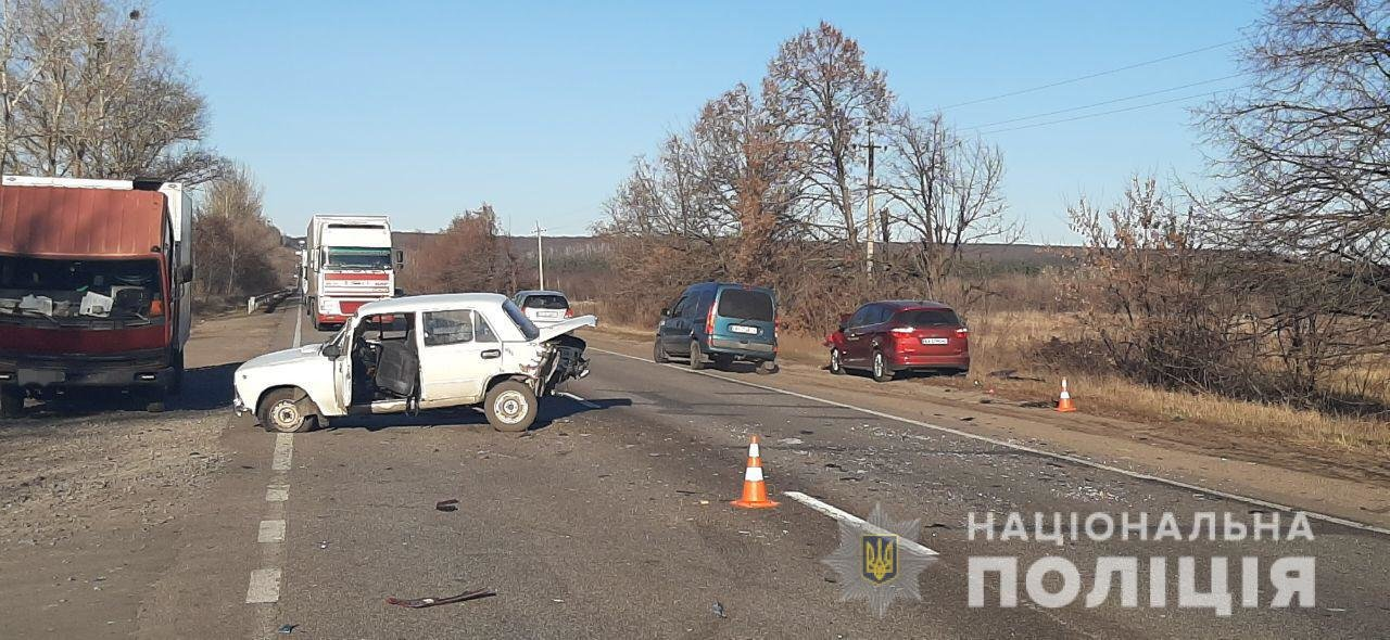 На трассе под Харьковом столкнулись «Ford» и «ВАЗ». Пострадала женщина, - ФОТО, фото-1
