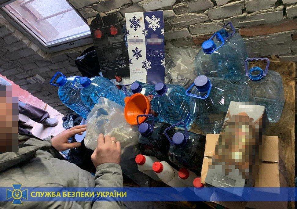 Четыре тонны спирта и оборудование: под Харьковом «накрыли» подпольное производство контрафактного алкоголя на полмиллиона, - ФОТО, фото-9