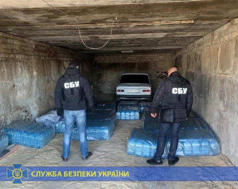 Четыре тонны спирта и оборудование: под Харьковом «накрыли» подпольное производство контрафактного алкоголя на полмиллиона, - ФОТО, фото-1