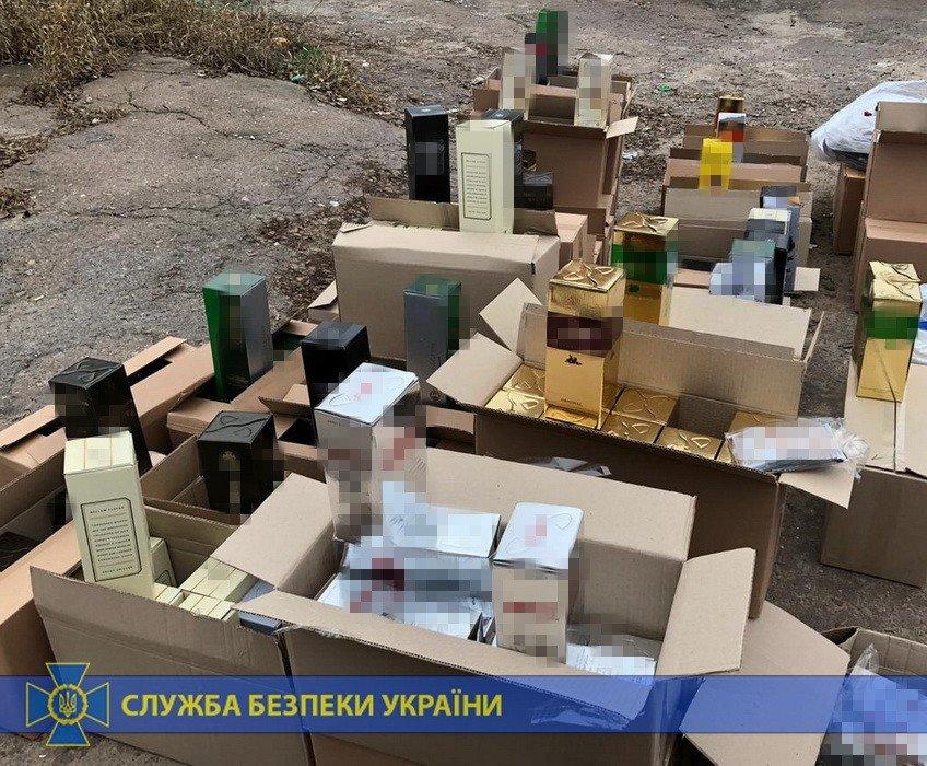 Четыре тонны спирта и оборудование: под Харьковом «накрыли» подпольное производство контрафактного алкоголя на полмиллиона, - ФОТО, фото-6