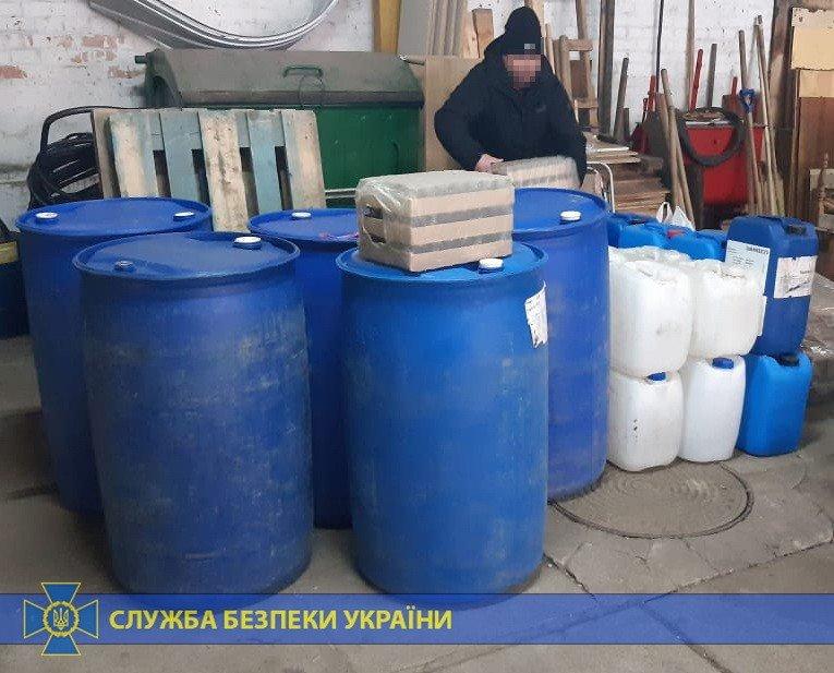 Четыре тонны спирта и оборудование: под Харьковом «накрыли» подпольное производство контрафактного алкоголя на полмиллиона, - ФОТО, фото-5
