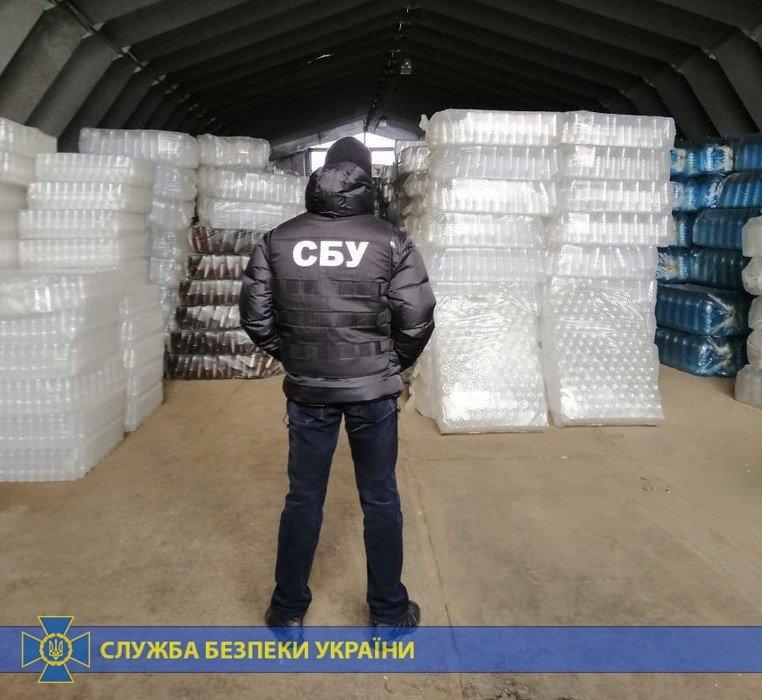 Четыре тонны спирта и оборудование: под Харьковом «накрыли» подпольное производство контрафактного алкоголя на полмиллиона, - ФОТО, фото-3