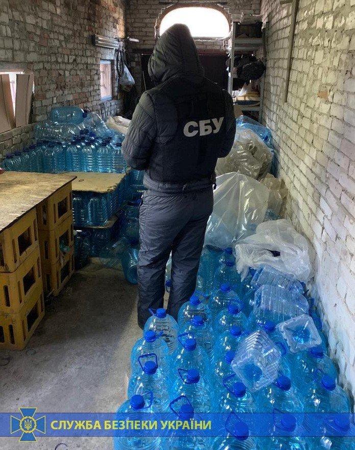 Четыре тонны спирта и оборудование: под Харьковом «накрыли» подпольное производство контрафактного алкоголя на полмиллиона, - ФОТО, фото-4
