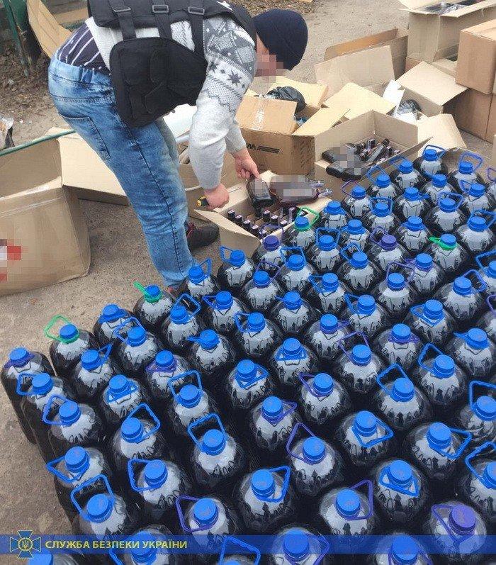 Четыре тонны спирта и оборудование: под Харьковом «накрыли» подпольное производство контрафактного алкоголя на полмиллиона, - ФОТО, фото-7