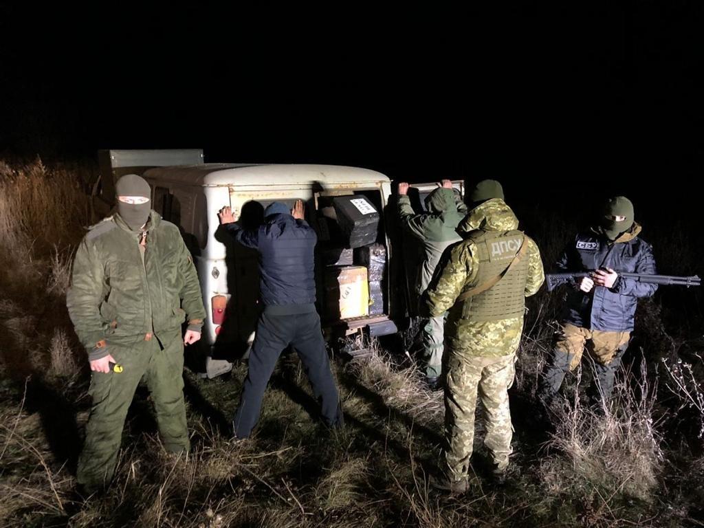 На Харьковщине силовики «накрыли» преступную группировку, переправлявшую товары через границу в РФ, фото-2