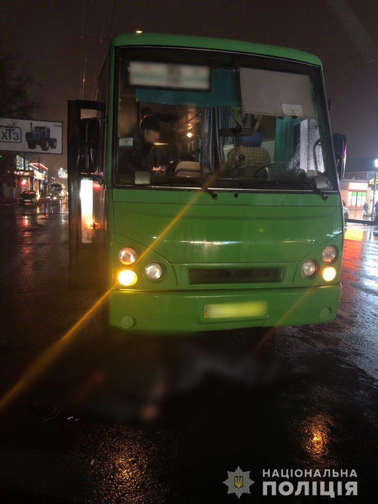 В Харькове пассажир погиб под колесами маршрутного автобуса, - ФОТО, фото-1