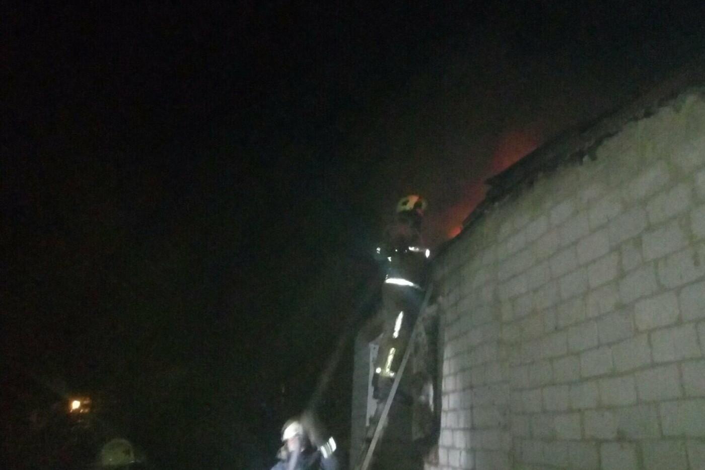 В Харьковской области спасатели восемь часов тушили пожар в жилом доме, - ФОТО, фото-1