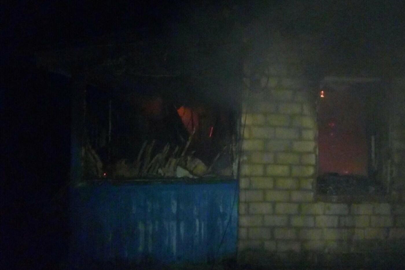 В Харьковской области спасатели восемь часов тушили пожар в жилом доме, - ФОТО, фото-2