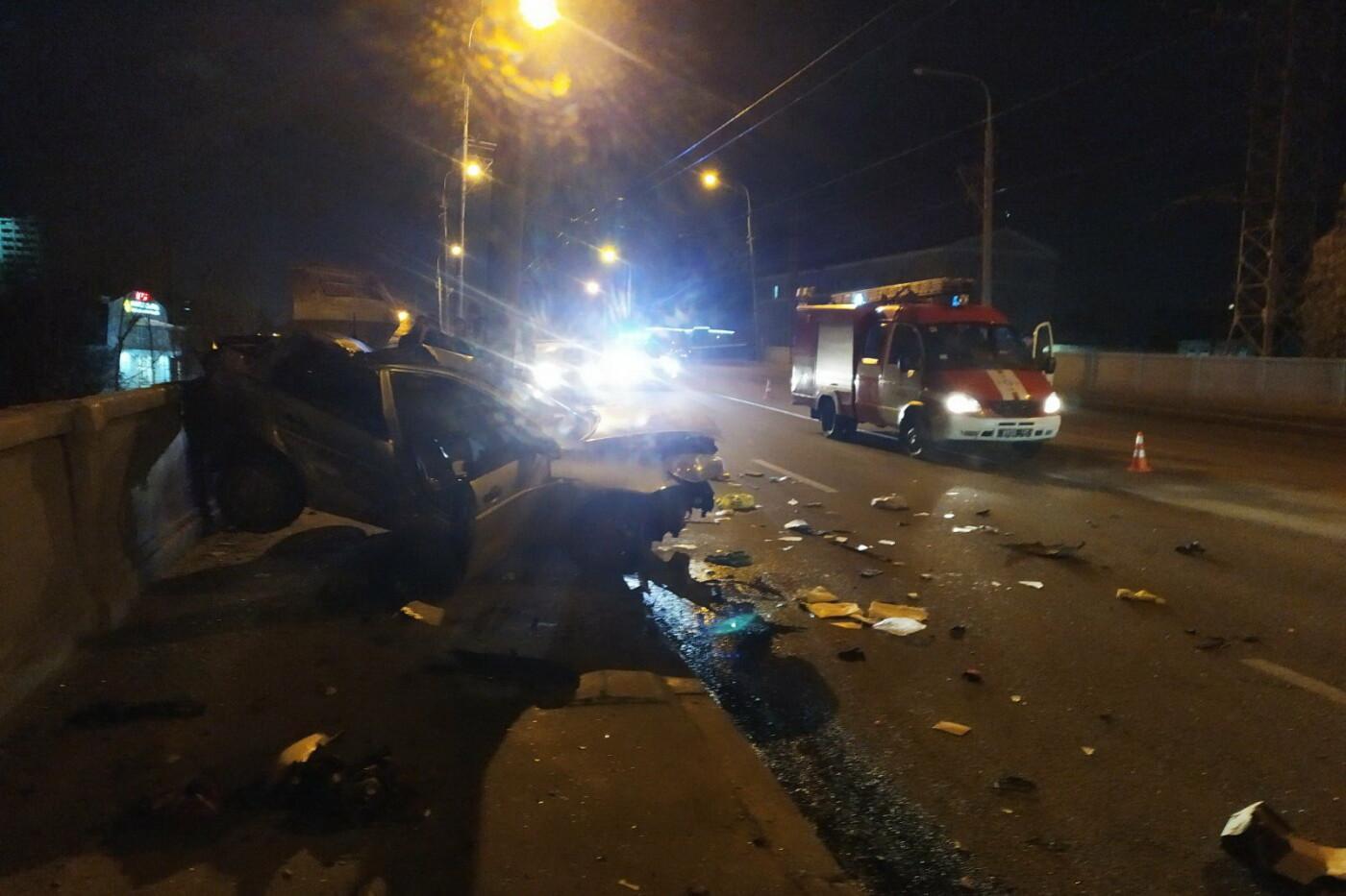 В Харькове «Hyundai» влетел в столб: спасатели вырезали травмированного водителя из «смятого» авто, - ФОТО, фото-2