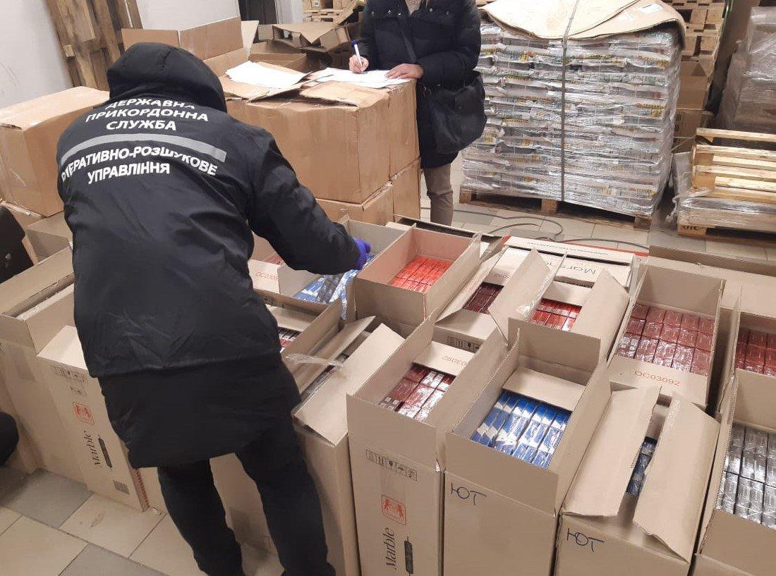 Сигареты и смеси для кальяна: харьковские силовики обнаружили контрафакт на один миллион, - ФОТО, фото-1