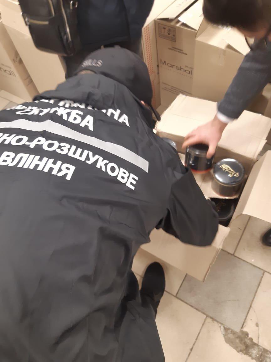 Сигареты и смеси для кальяна: харьковские силовики обнаружили контрафакт на один миллион, - ФОТО, фото-2