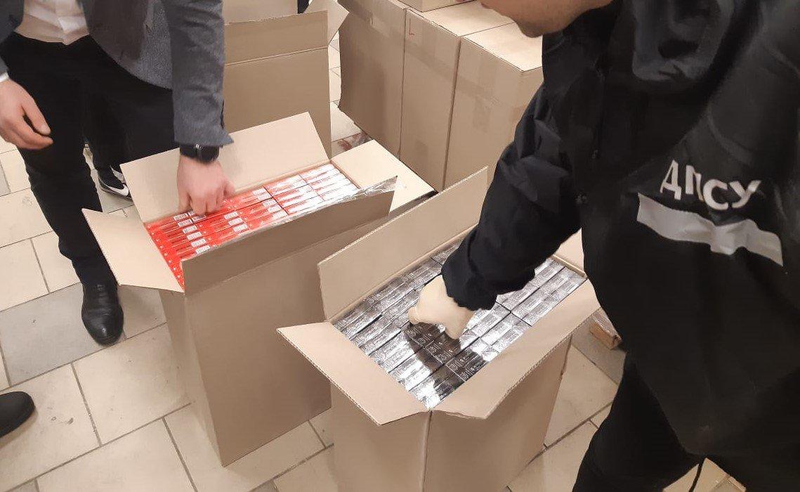 Сигареты и смеси для кальяна: харьковские силовики обнаружили контрафакт на один миллион, - ФОТО, фото-3