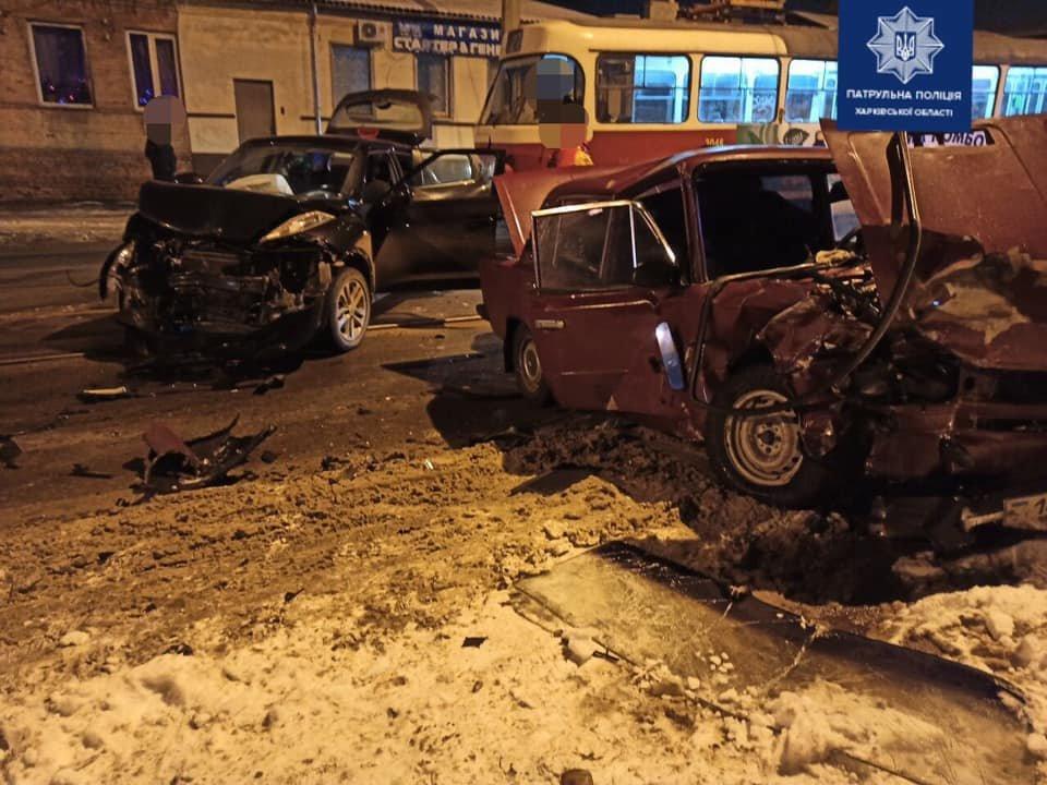 В Харькове «лоб в лоб» столкнулись «Nissan» и «ВАЗ»: три человека в больнице, - ФОТО, фото-1