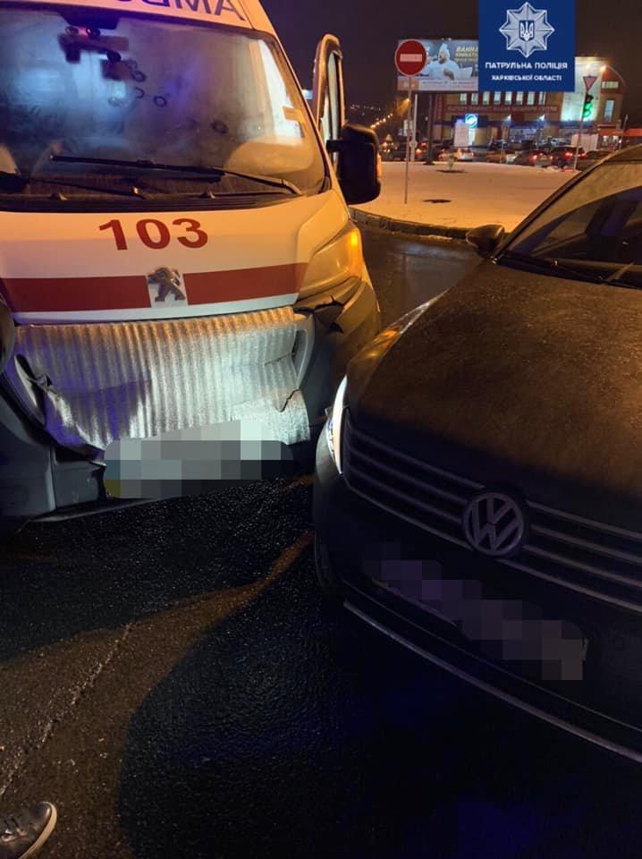 """В Харькове """"Volkswagen"""" врезался в автомобиль """"скорой"""", - ФОТО, фото-2"""