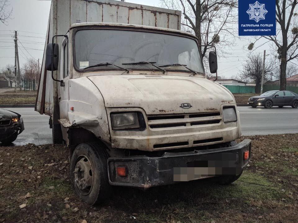 В Харькове столкнулись грузовик и легковой автомобиль: есть пострадавший, - ФОТО, фото-2
