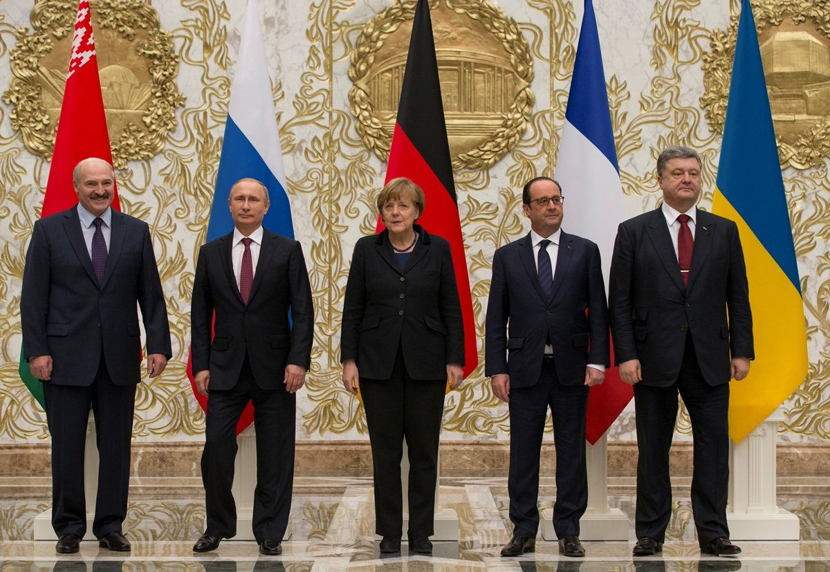 Улучшение ситуации на Донбассе или капитуляция. Что дала Украине встреча «нормандской четверки», - ФОТО, фото-4