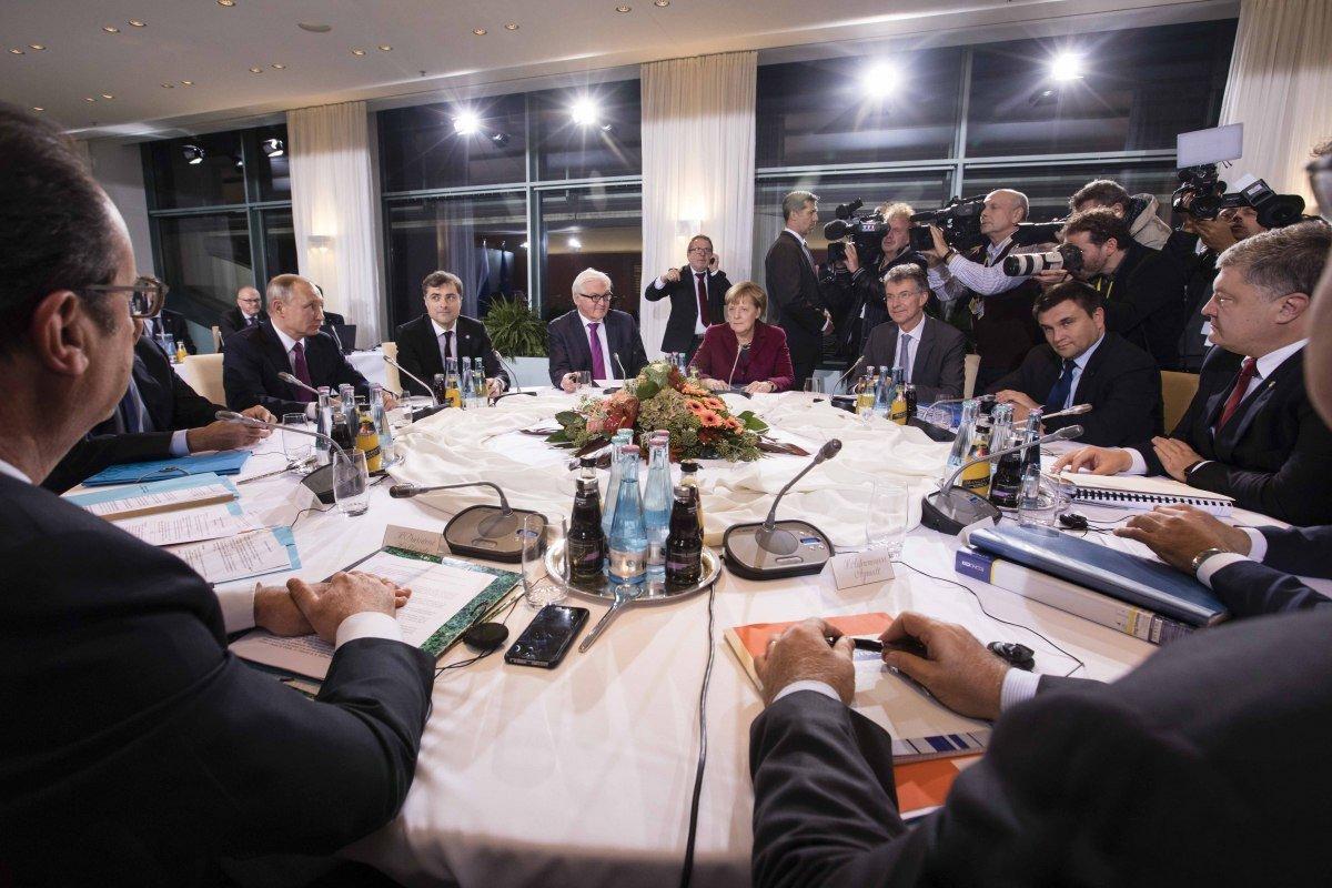 Улучшение ситуации на Донбассе или капитуляция. Что дала Украине встреча «нормандской четверки», - ФОТО, фото-6