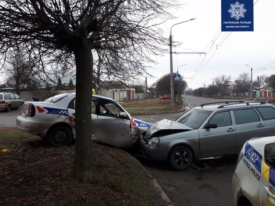 """На Холодногорской столкнулись такси и """"ВАЗ"""", - ФОТО, фото-1"""