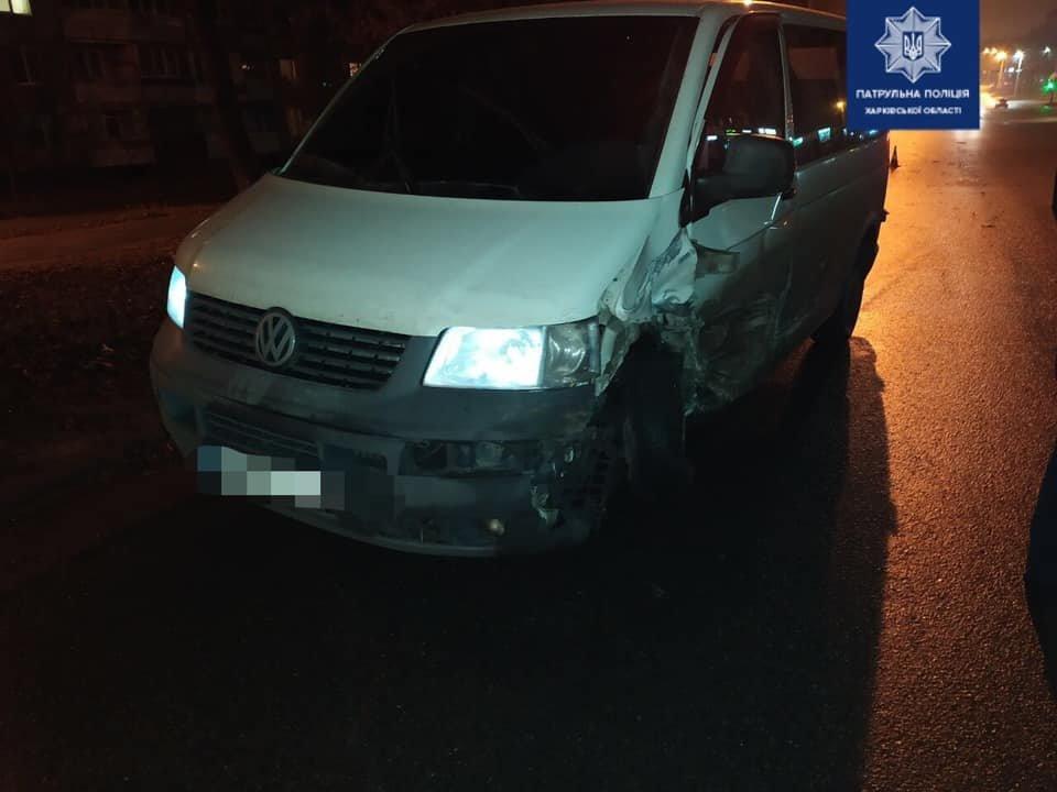 В Харькове столкнулись микроавтобус и легковое авто: оба водителя в больнице, - ФОТО, фото-2