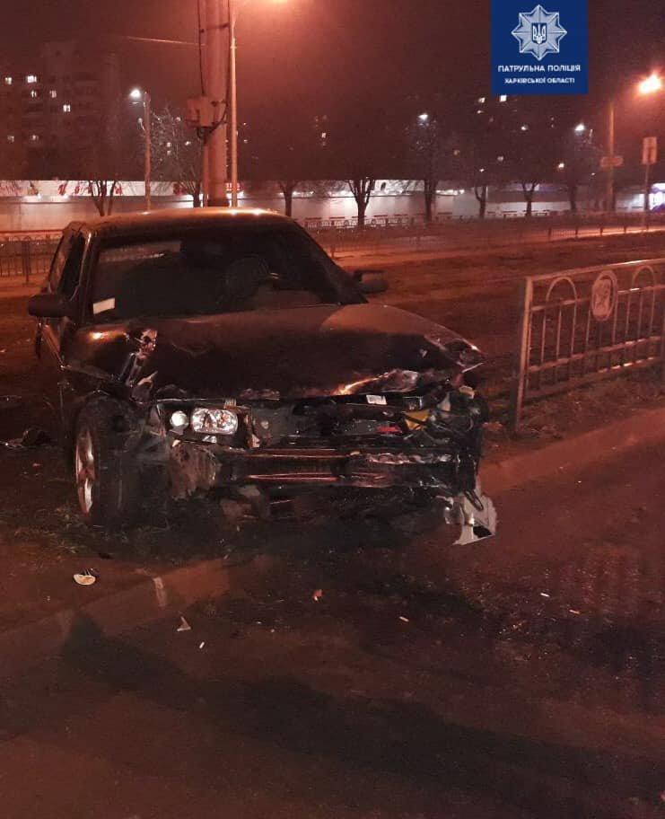 В Харькове пьяный водитель легкового авто «влетел» в металлический забор, - ФОТО, фото-2