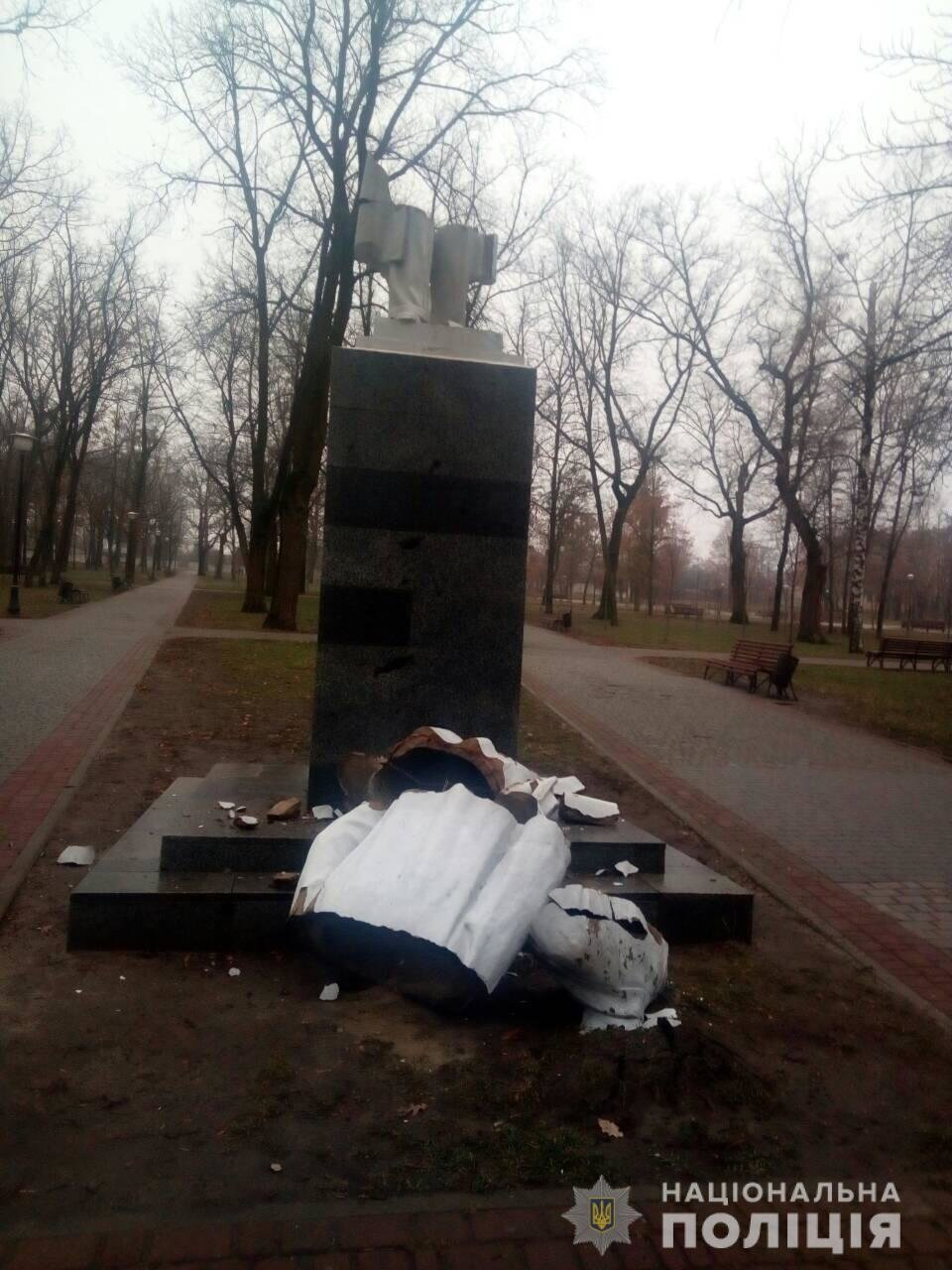 В Харькове неизвестные снесли памятник Максиму Горькому, - ФОТО, фото-2