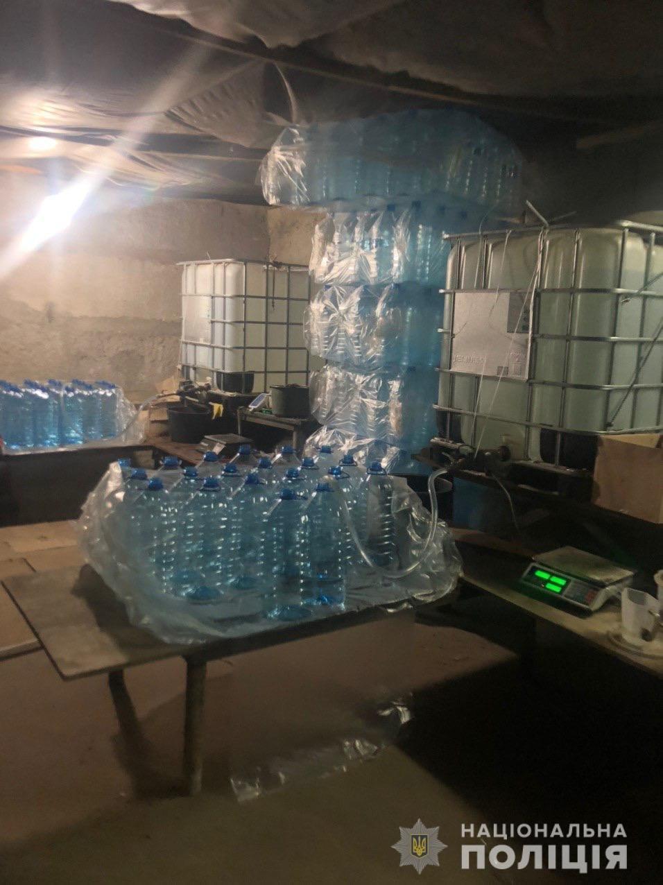 В Харькове изъяли 12 тонн спирта, который незаконно хранили в гараже, - ФОТО, фото-1