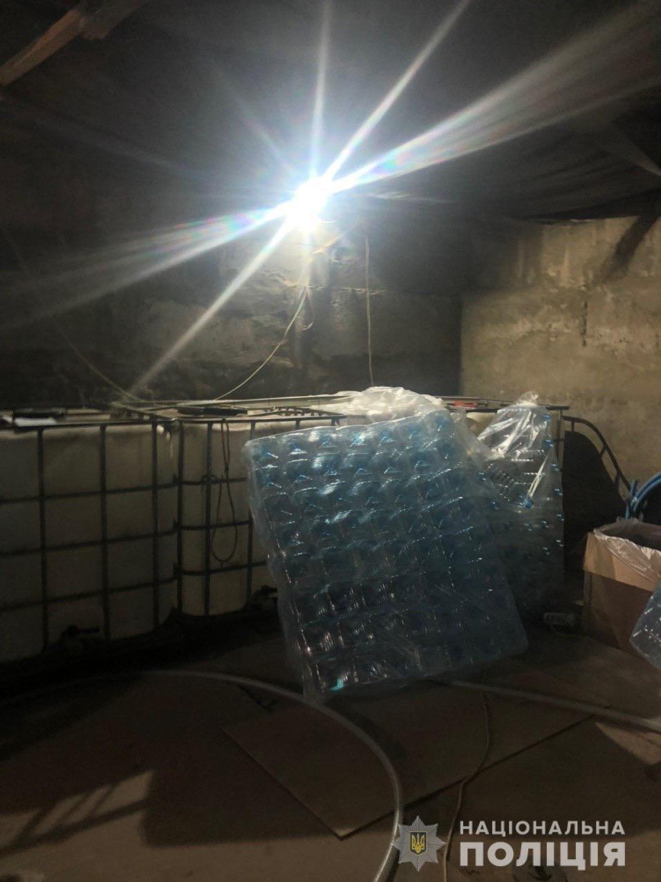 В Харькове изъяли 12 тонн спирта, который незаконно хранили в гараже, - ФОТО, фото-2