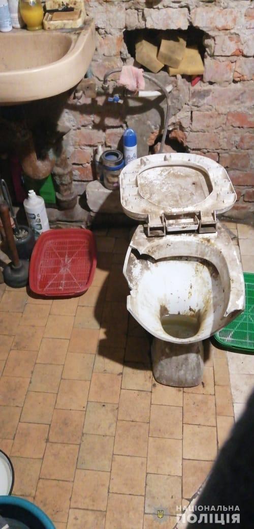 Грязь и разбитый унитаз: в Харькове дети жили в антисанитарии, - ФОТО, фото-3