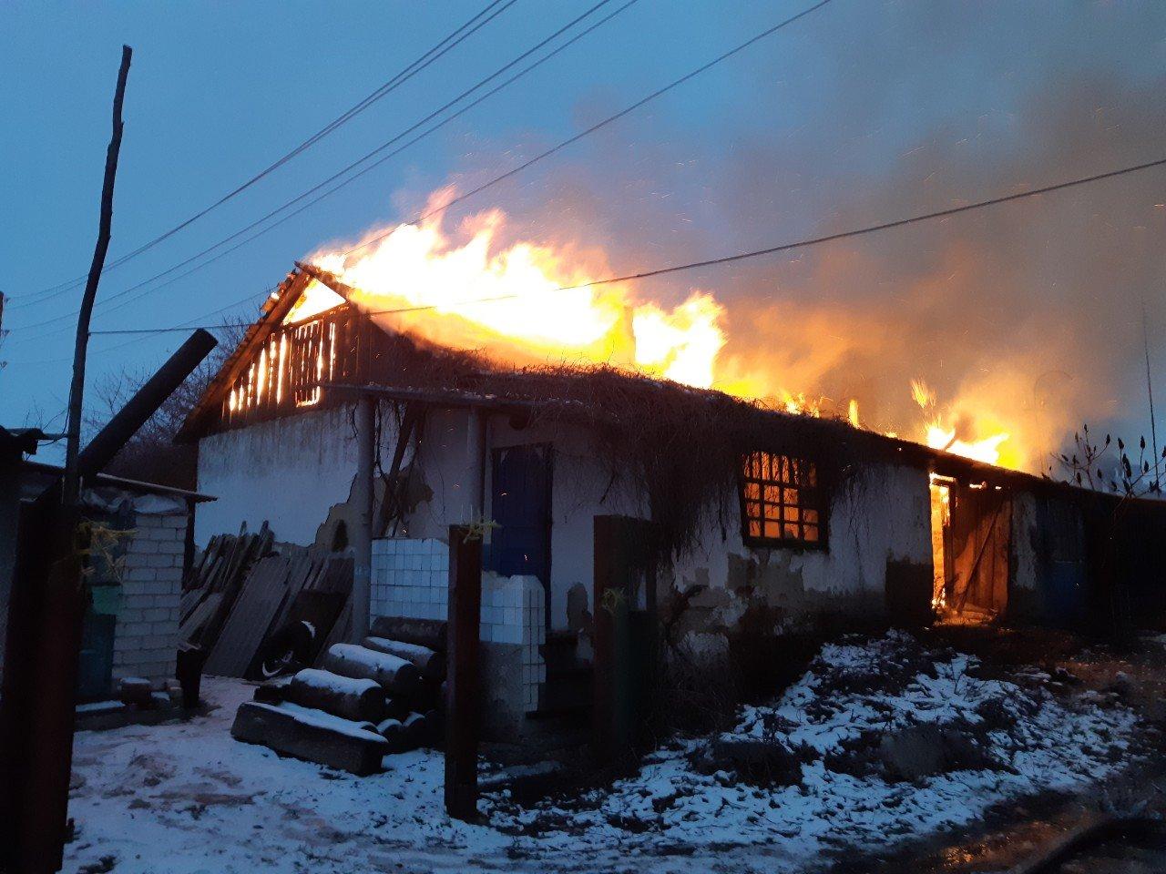 На Харьковщине спасатели несколько часов тушили загоревшийся частный дом, - ФОТО, фото-3