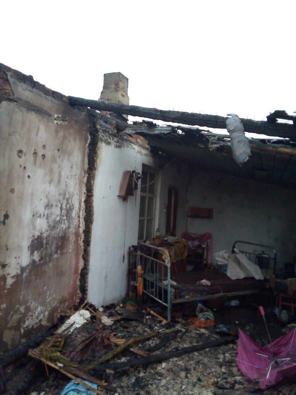 На Харьковщине спасатели несколько часов тушили загоревшийся частный дом, - ФОТО, фото-2
