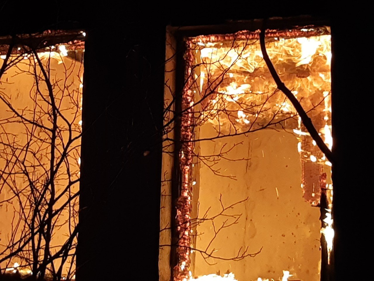 На Харьковщине спасатели несколько часов тушили загоревшийся частный дом, - ФОТО, фото-1