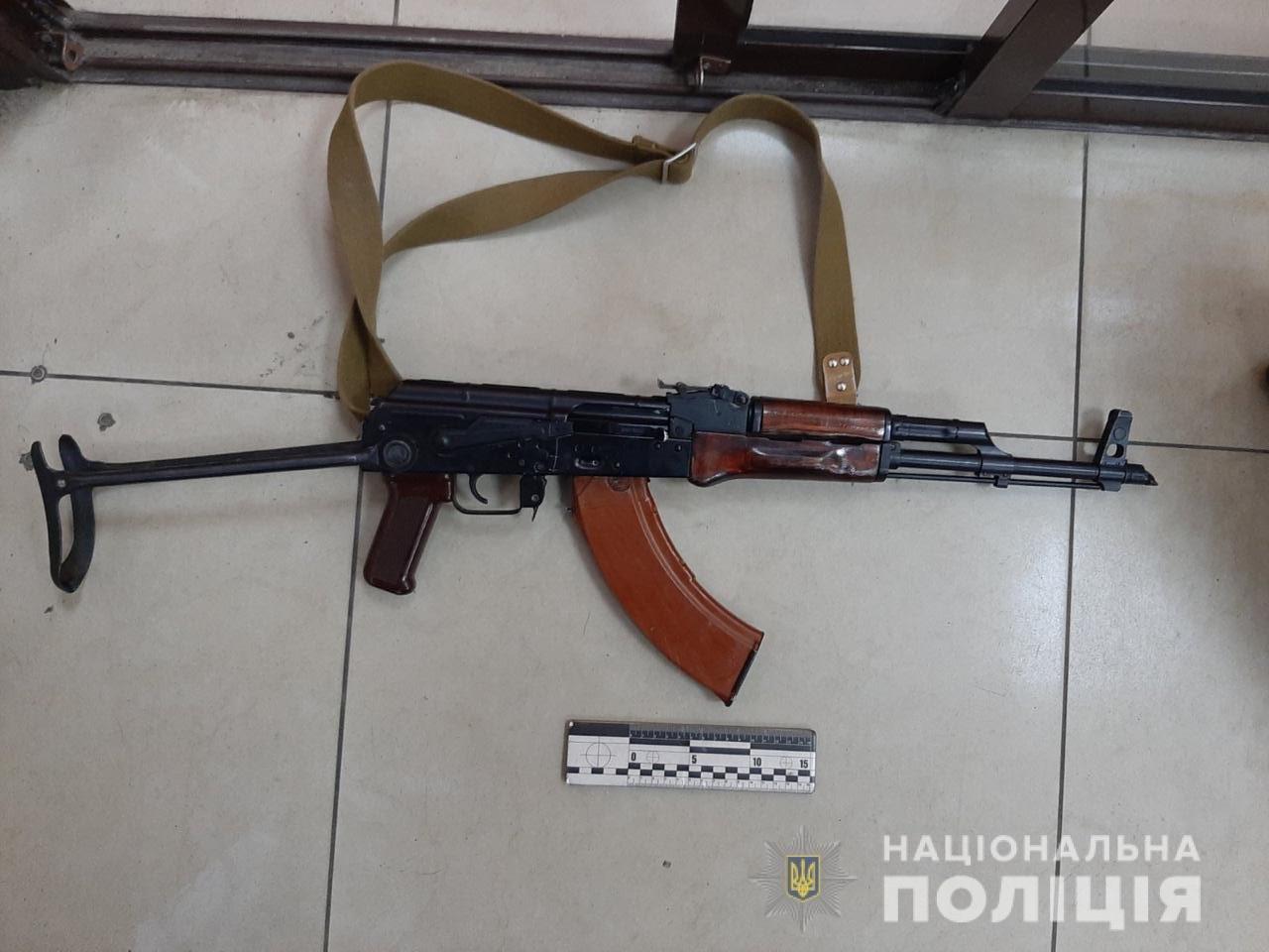 На проспекте Гагарина задержали мужчину, который бродил с автоматом, - ФОТО, фото-1