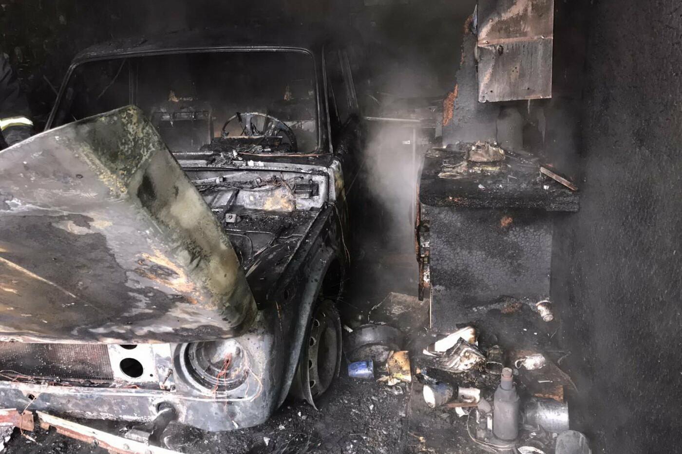 Пытался сам потушить огонь: в Харькове во время пожара в гаражном кооперативе пострадал мужчина, - ФОТО, фото-1