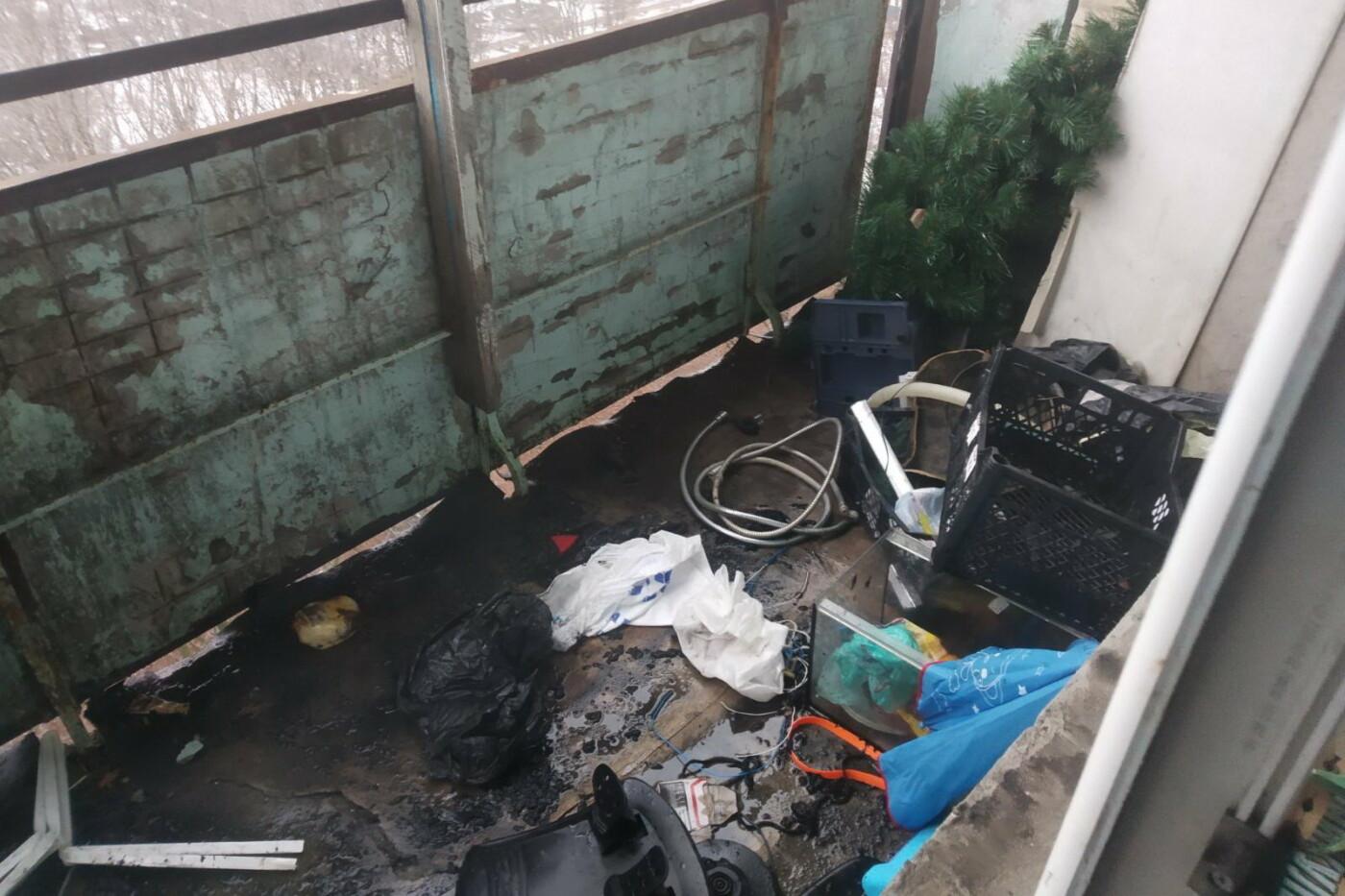 Хаотично пытался потушить огонь: в Харькове пожарные спасли мужчину из горящей квартиры, - ФОТО, фото-3