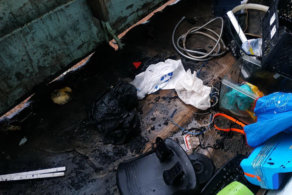 Хаотично пытался потушить огонь: в Харькове пожарные спасли мужчину из горящей квартиры, - ФОТО, фото-4