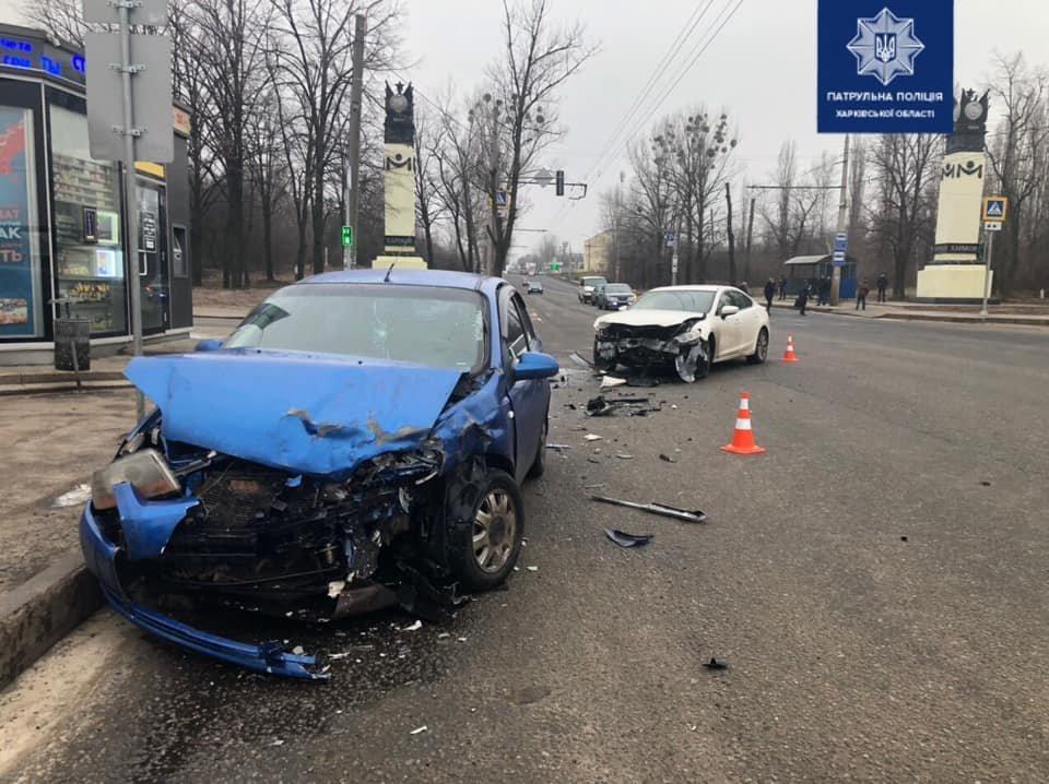 На харьковском проспекте разбились два автомобиля: в больнице несколько человек, - ФОТО, фото-1