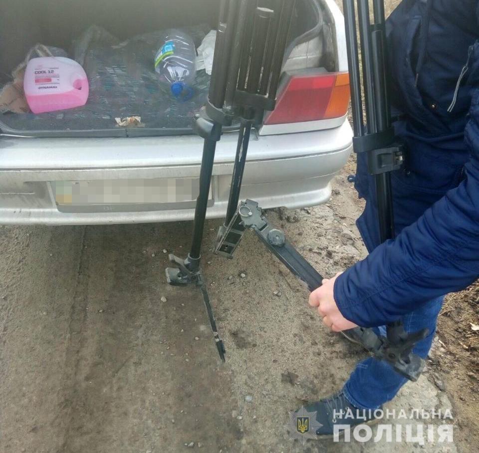 Повредил штатив видеокамеры: на Харьковщине заведующий полигоном промышленных отходов напал на журналистов, - ФОТО, фото-1