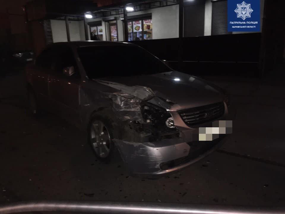 В Харькове легковой автомобиль «снес» столб и перевернулся, - ФОТО, фото-3