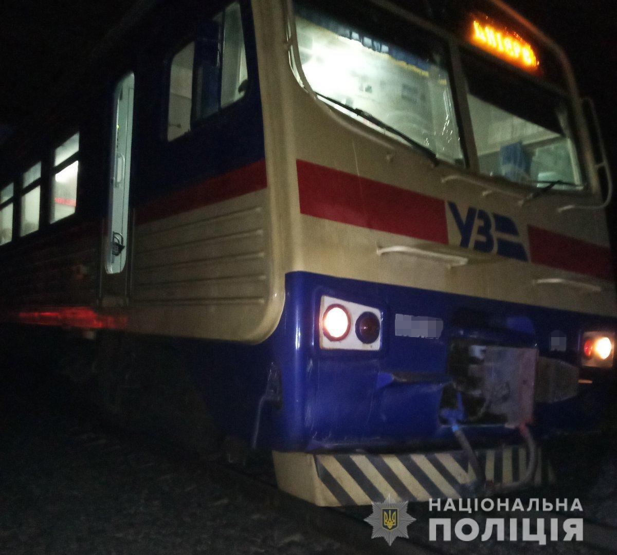 На Харьковщине женщина попала под колеса поезда: пострадавшая в тяжелом состоянии, - ФОТО, фото-1