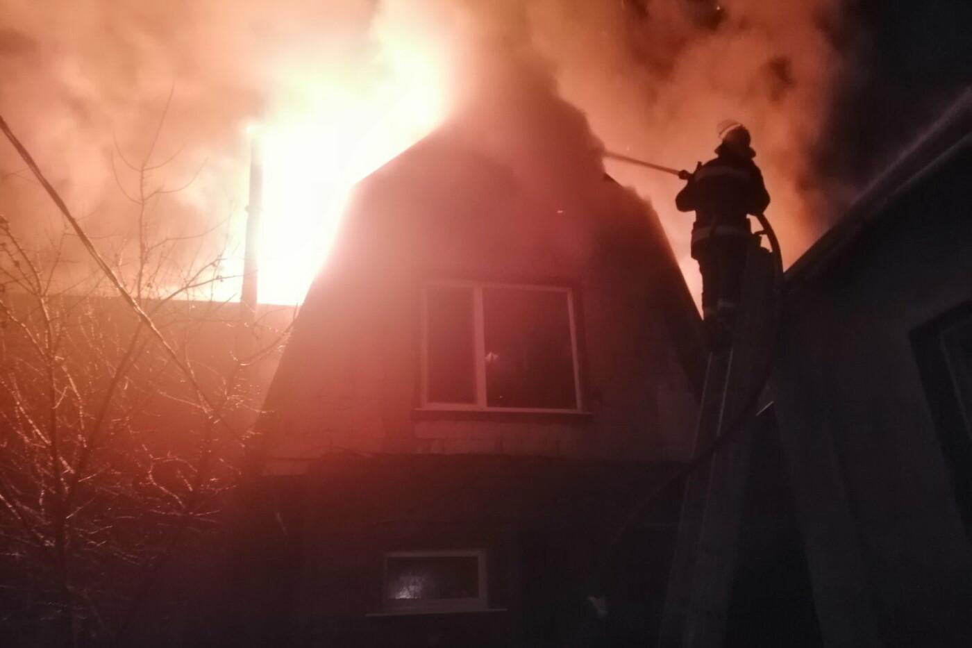 Под Харьковом спасатели несколько часов тушили масштабный пожар в частном доме, - ФОТО, фото-1