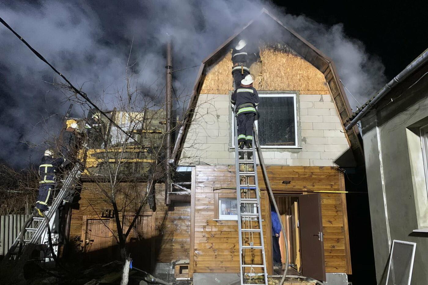 Под Харьковом спасатели несколько часов тушили масштабный пожар в частном доме, - ФОТО, фото-3