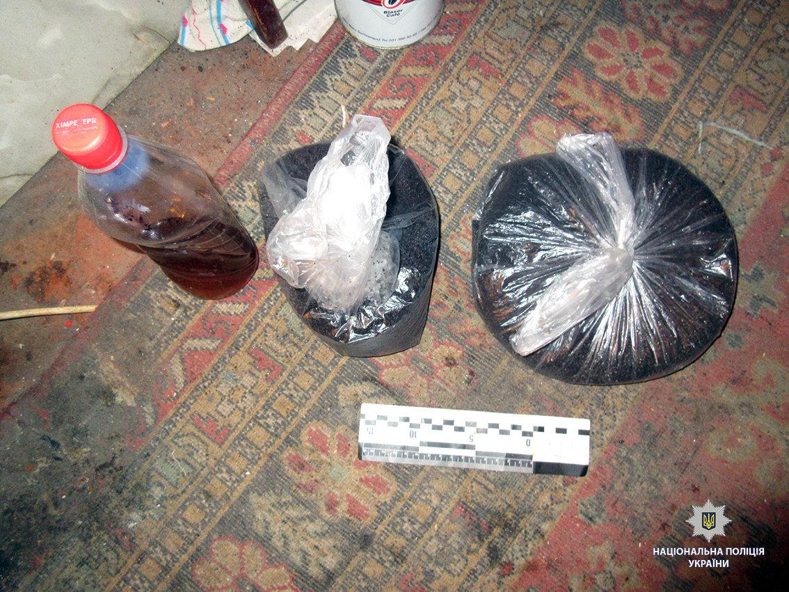 Наркозависимые, шприцы и посуда: на Харьковщине женщина организовала наркопритон, - ФОТО, фото-3