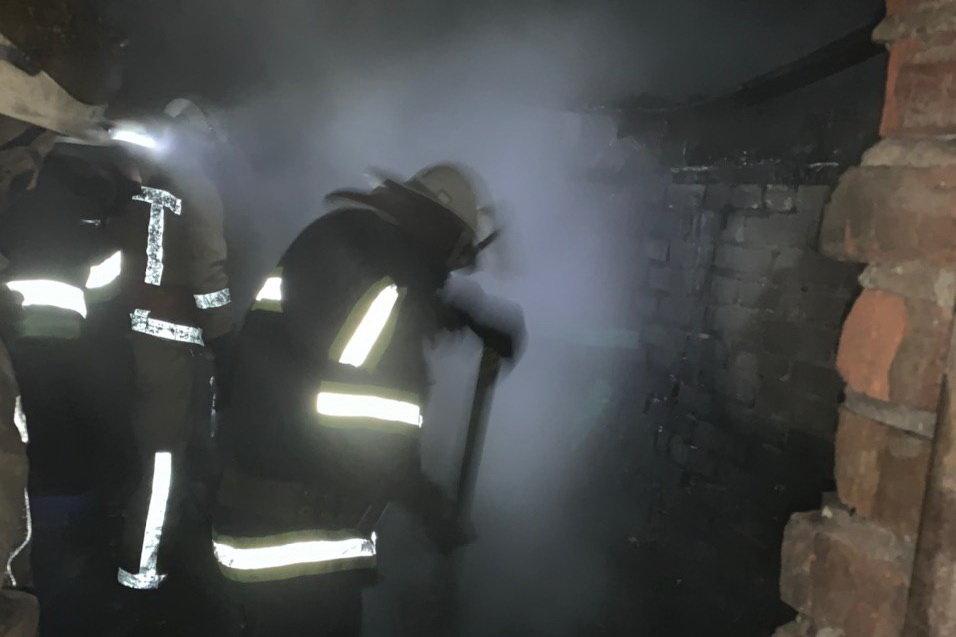 Под Харьковом загорелся частный дом: спасатели несколько часов тушили масштабный пожар, - ФОТО, фото-2