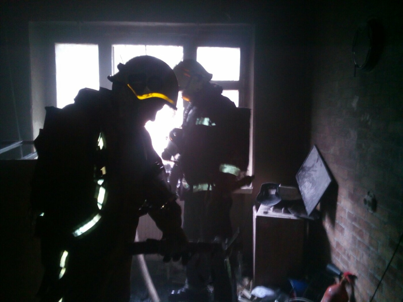В Харькове загорелось студенческое общежитие: спасатели эвакуировали более полусотни человек, - ФОТО, ВИДЕО, фото-3