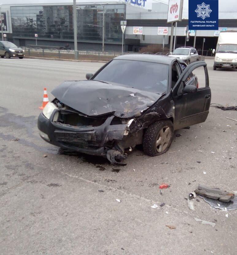 В Харькове не поделили дорогу «Toyota» и «Nissan»: водители авто в больнице, - ФОТО, фото-1