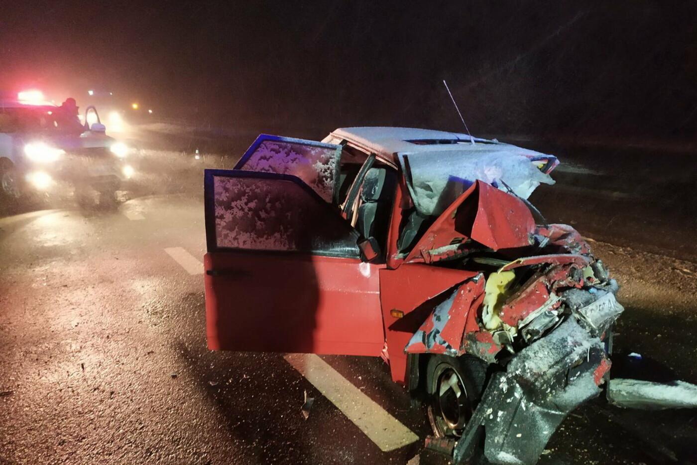Смятый автомобиль и оторванная крыша: в жутком ДТП на Харьковщине погибли пять человек, - ФОТО, фото-1