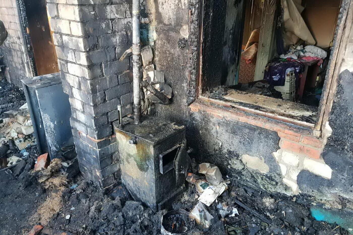 Огонь отрезал единственный выход: под Харьковом бабушка пробралась в горящий дом и спасла внука, - ФОТО, фото-3